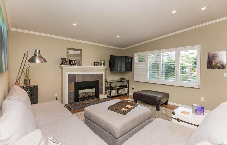 1926 Little John Lane, Santa Rosa, CA 95405