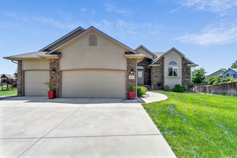 8605 E Scragg Cir, Wichita, KS 67226