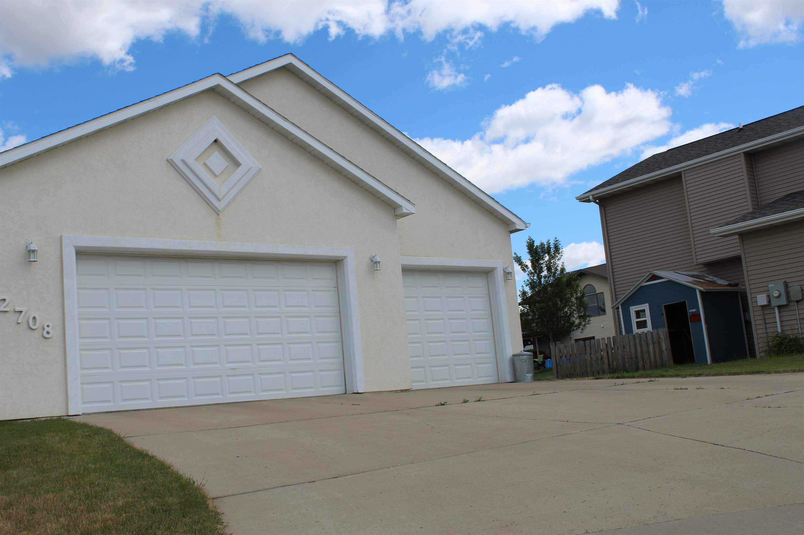 2708 NW 7th Ave, Minot, ND 58703
