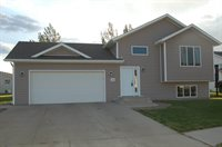 3005 Buckskin Road SE, Mandan, ND 58554