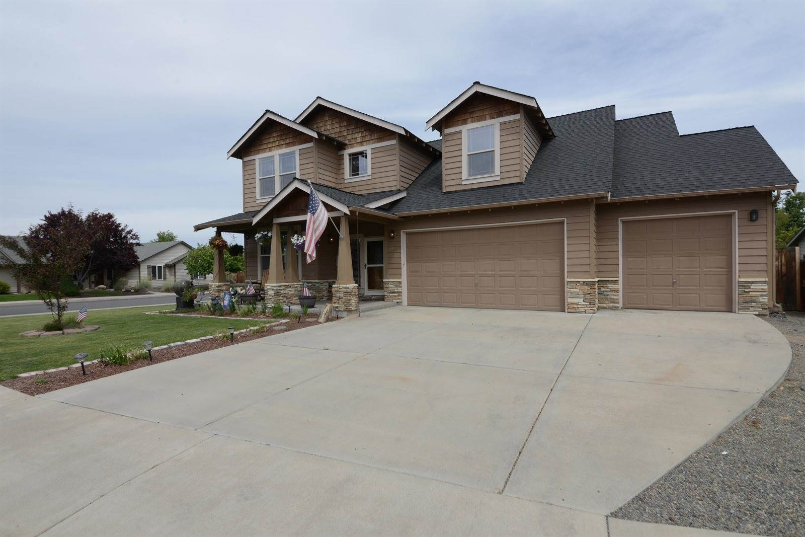 2228 NW 22nd Street, Redmond, OR 97756