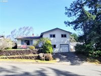 3627 Spruce St, North Bend, OR 97459