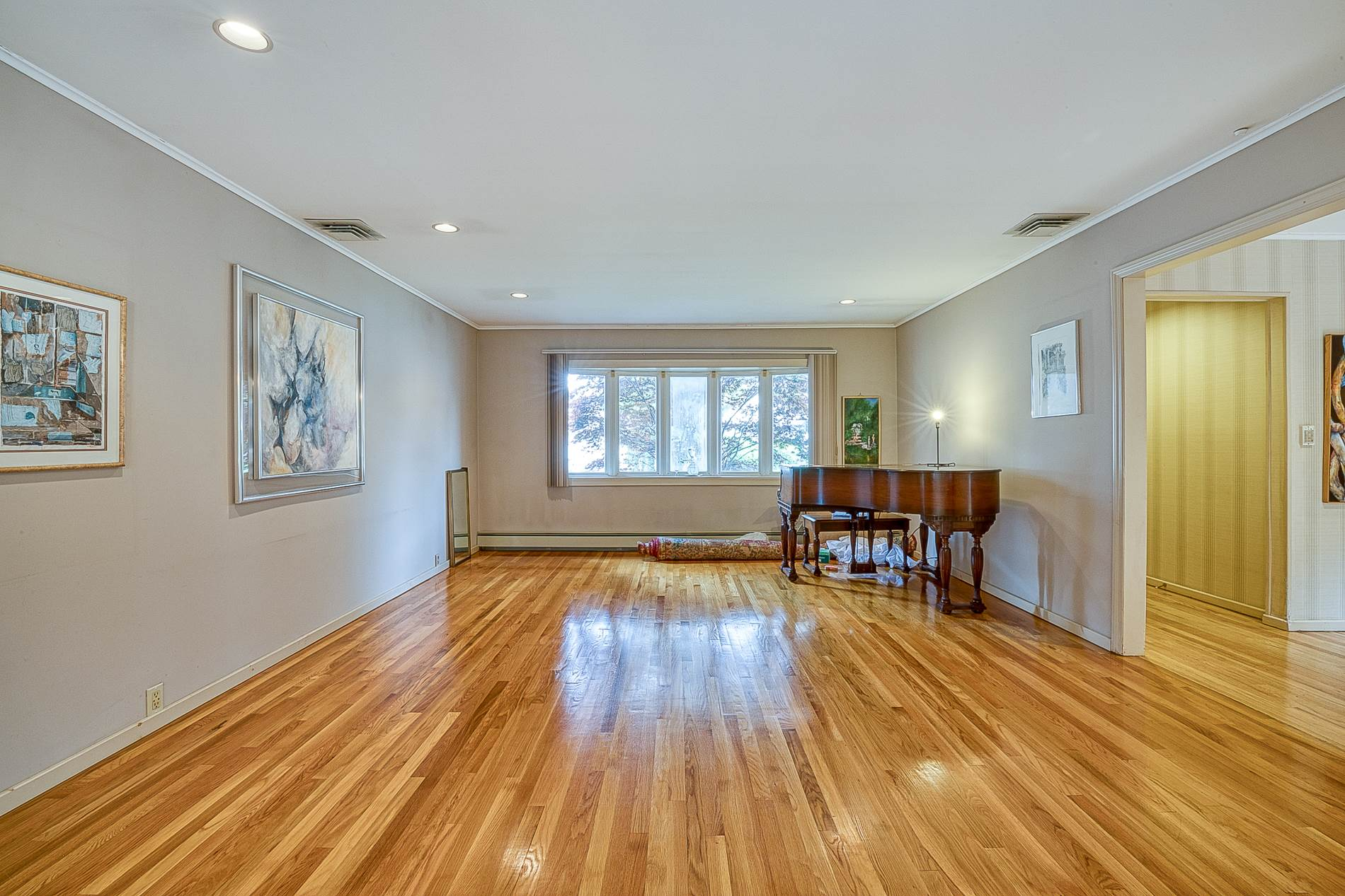 1527 Cleveland Ave, East Meadow, NY 11554