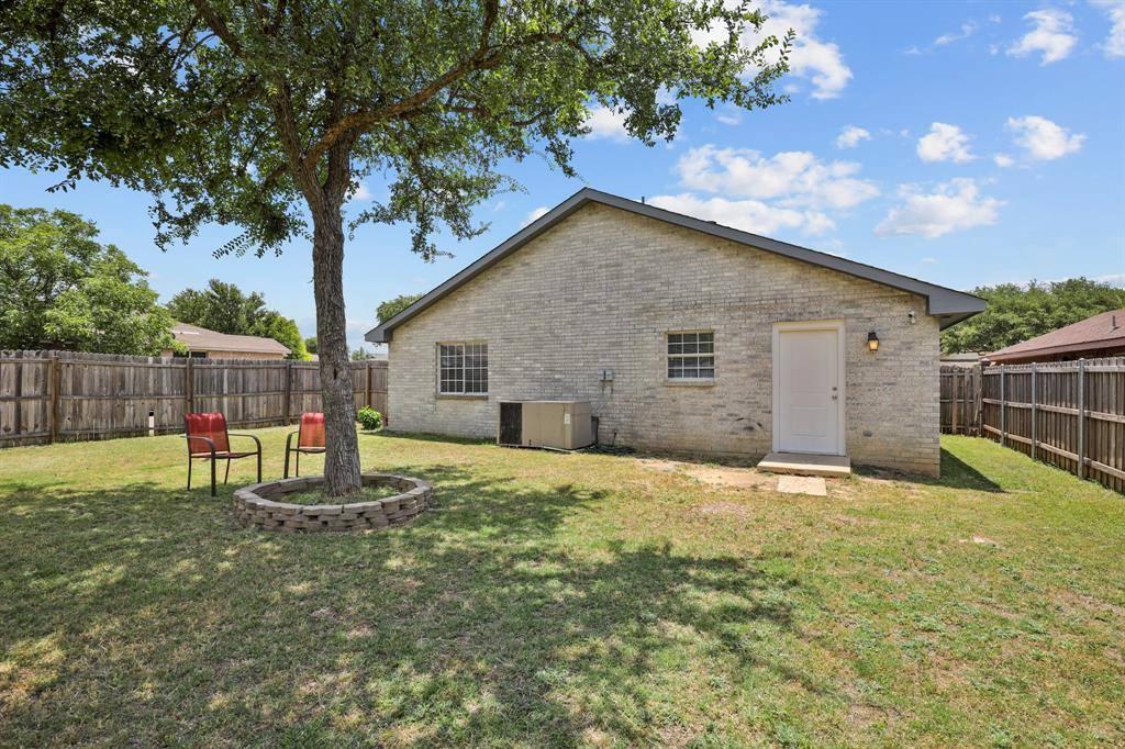 4501 Las Hacinedas Drive, Dallas, TX 75211