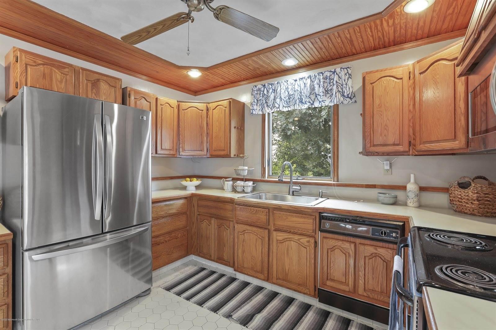 138 Cranmoor Drive, Toms River, NJ 08753