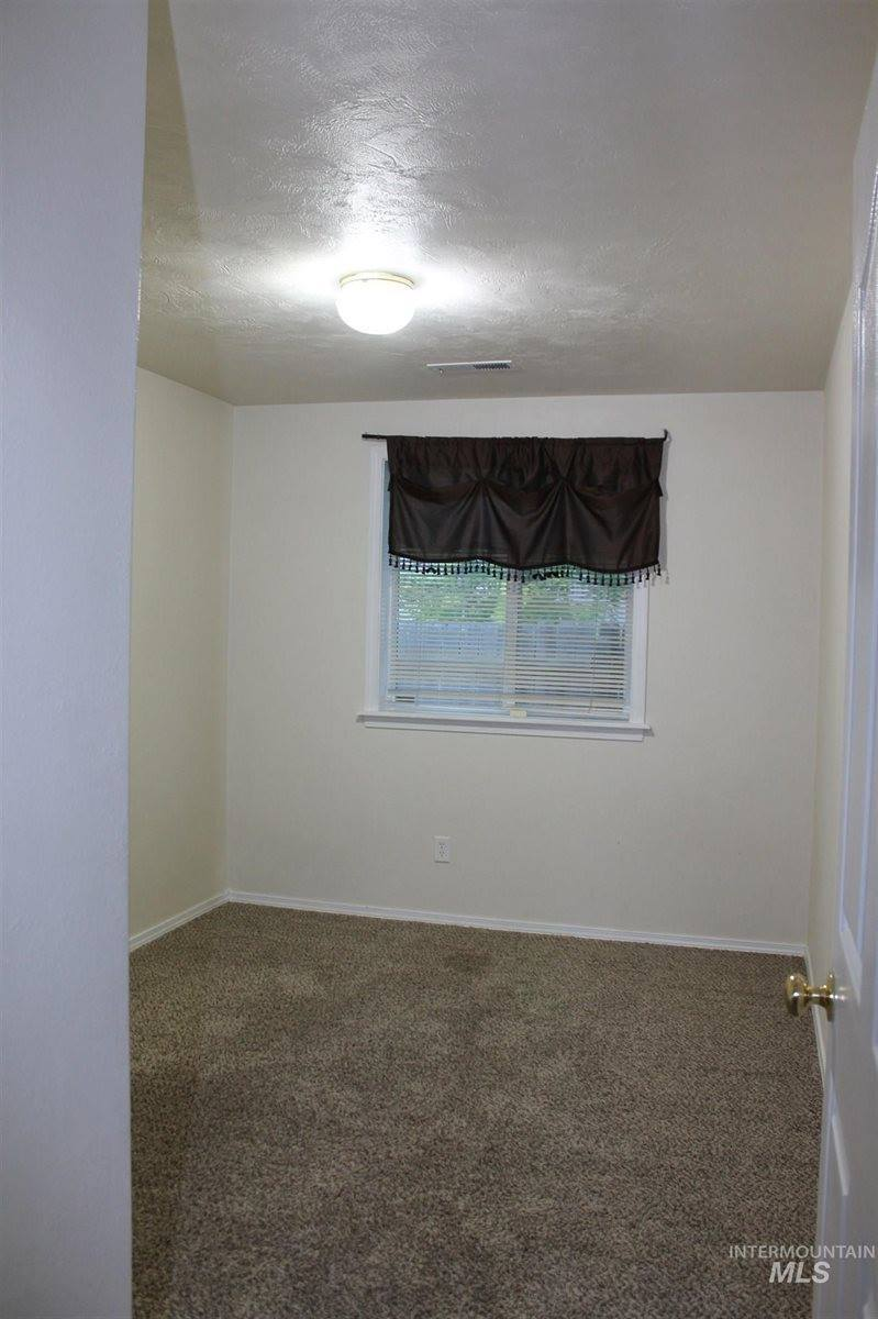 317 15th Ave N, Nampa, ID 83687