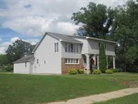 621 Iowa Avenue NE, Staples, MN 56479