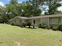 37 Country Club Dr, Hawkinsville, GA 31036