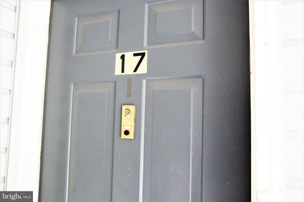 17 Aspen Ct, Hamilton, NJ 08619