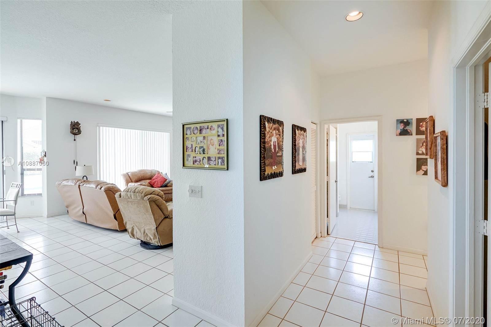 601 West Cypress Pointe Dr W, Pembroke Pines, FL 33027