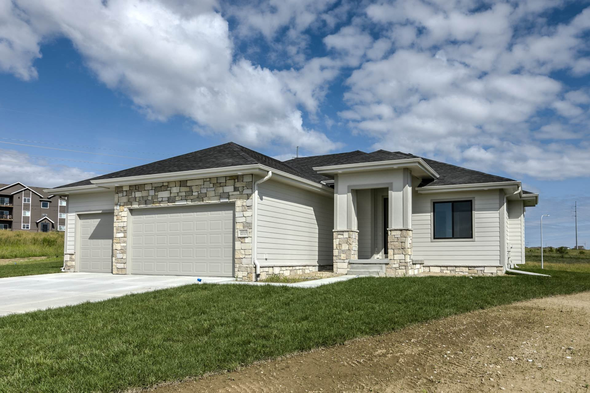 18510 Wirt Circle, Elkhorn, NE 68022