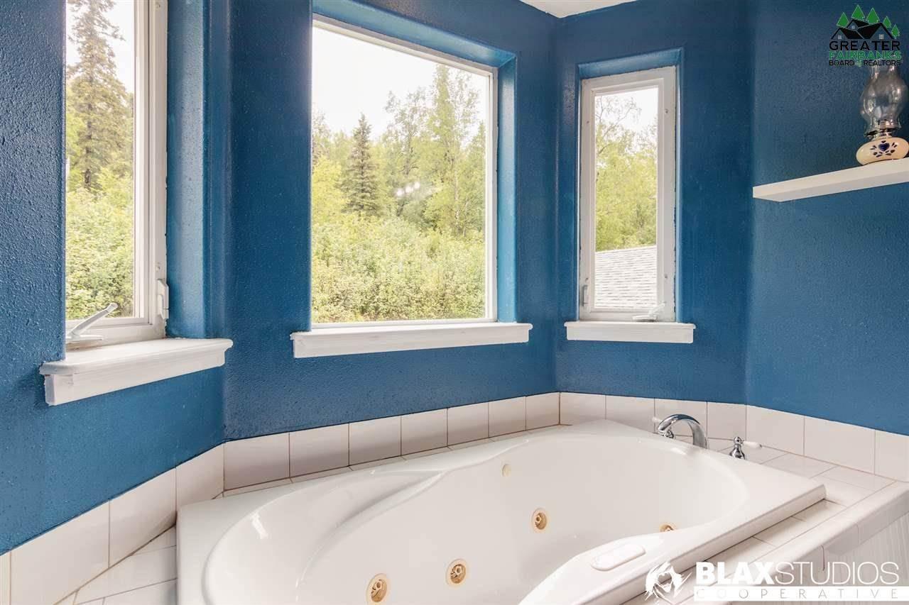 360 Leuthold Drive, Fairbanks, AK 99712