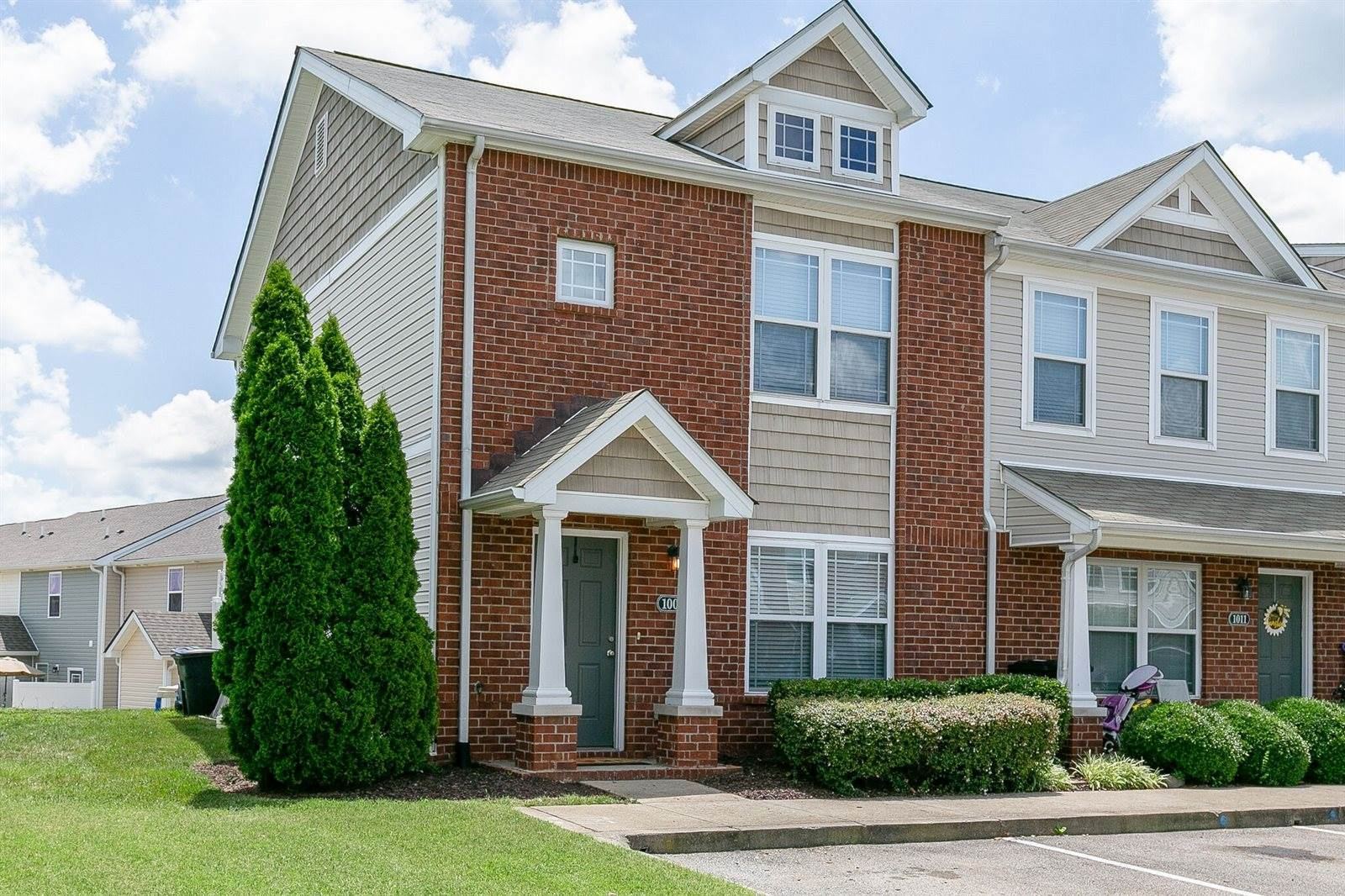 1009 Somerset Springs Dr, Spring Hill, TN 37174