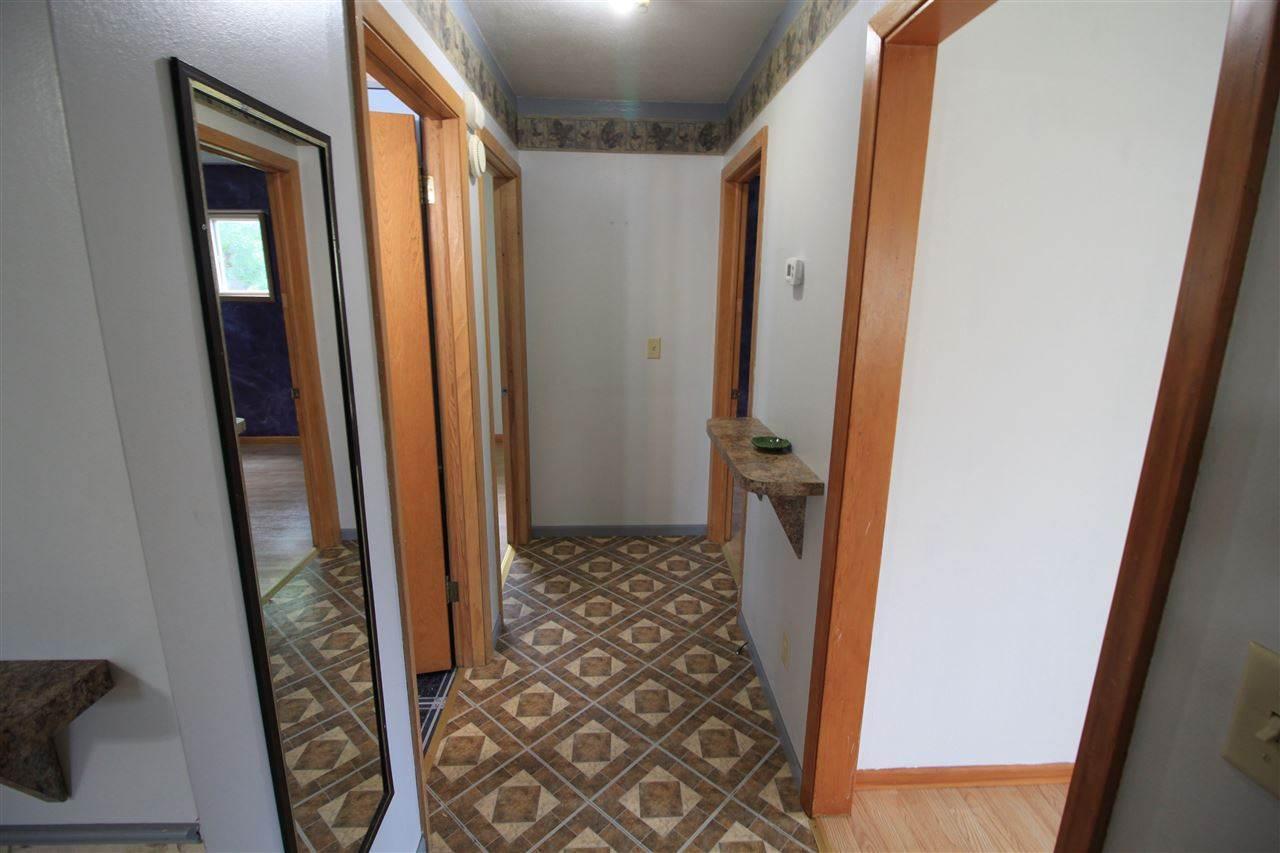 906 38th St SE, Minot, ND 58701