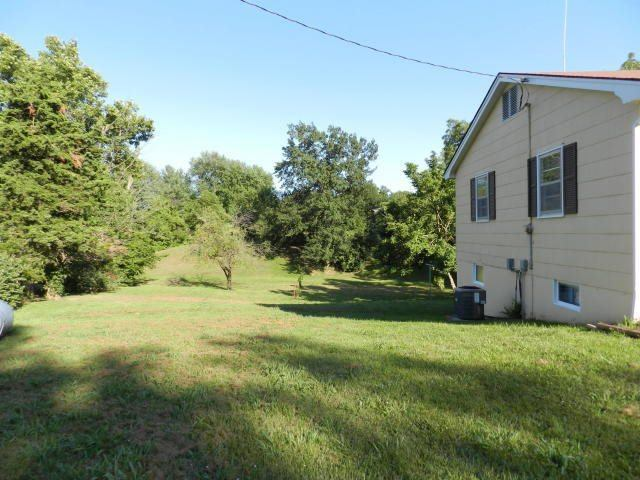 17901 Pink Elephant Rd, Boonville, MO 65233