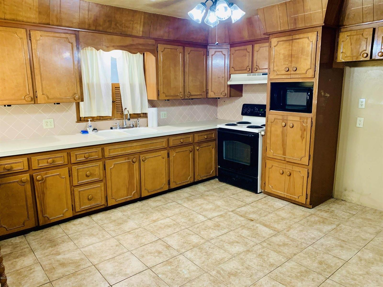 112 East 10th Street, Mindenmines, MO 64769
