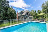18 Collier Ave, Leicester, MA 01611