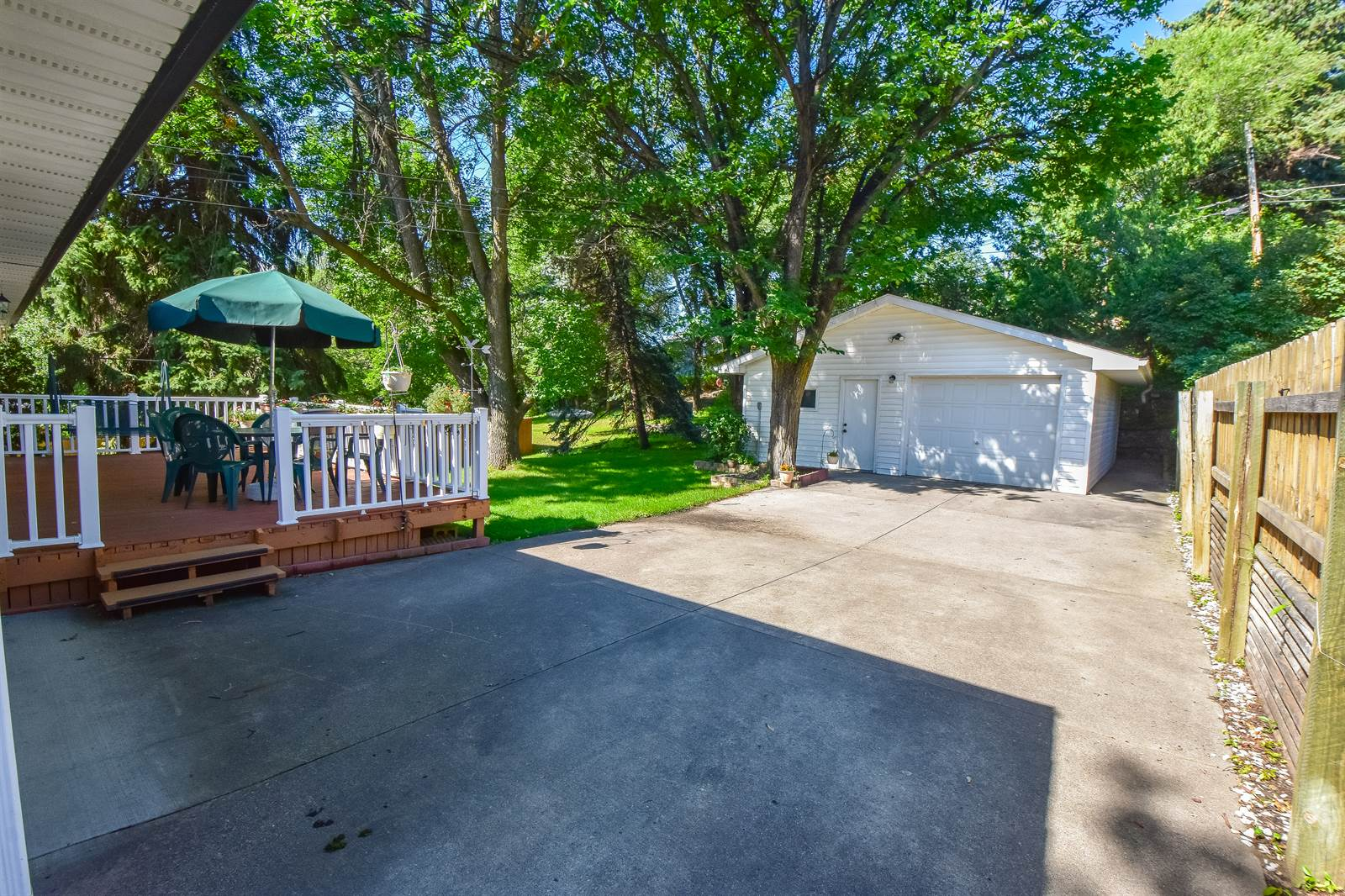 913 20th St NW, Minot, ND 58703