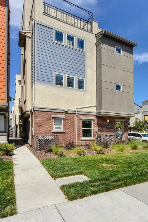 484 Tailoff Lane, Sacramento, CA 95818
