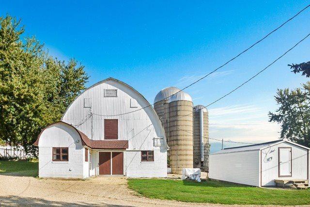 9078 Coon, Dakota, IL 61018