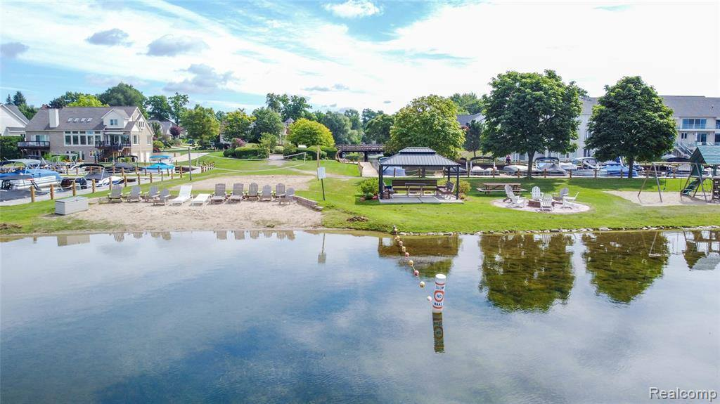 1318 Forest Bay Drive, Waterford Township, MI 48328