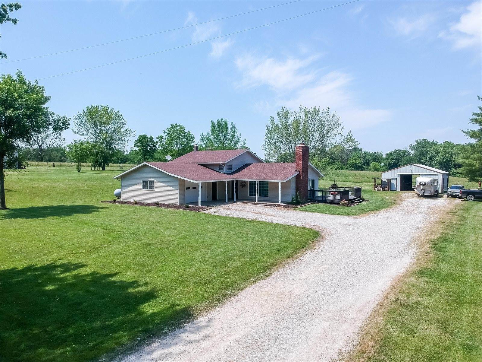 1931 County Road 2605, Moberly, MO 65270