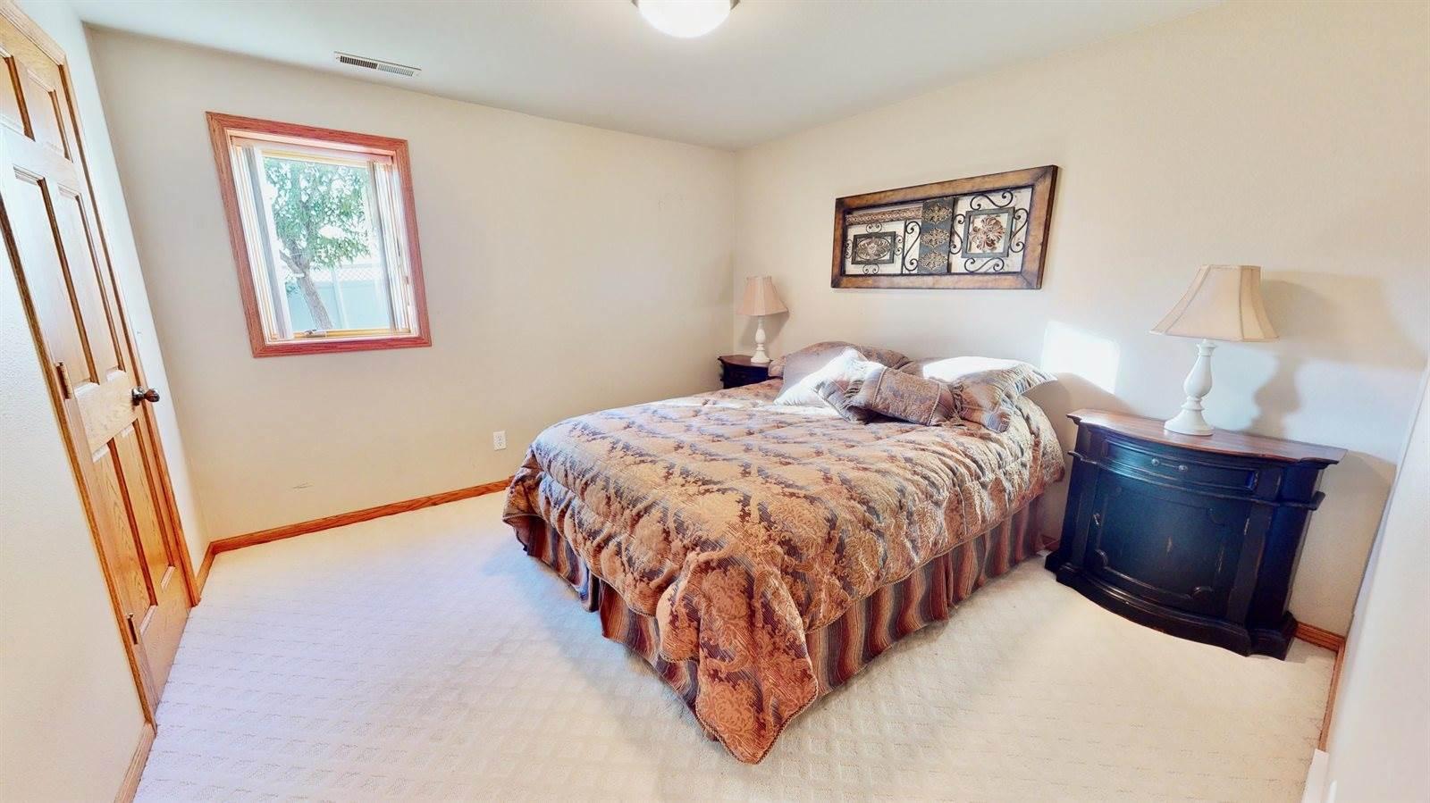 811 Saddle Ridge Road, Bismarck, ND 58503