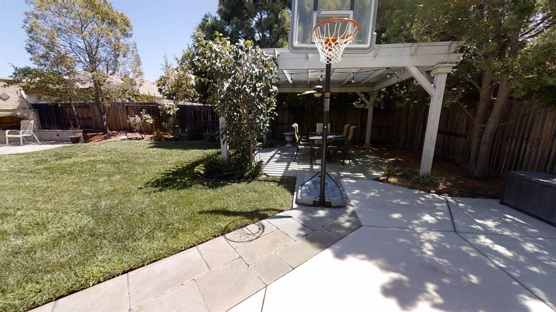 5822 Lenga Way, Sacramento, CA 95835