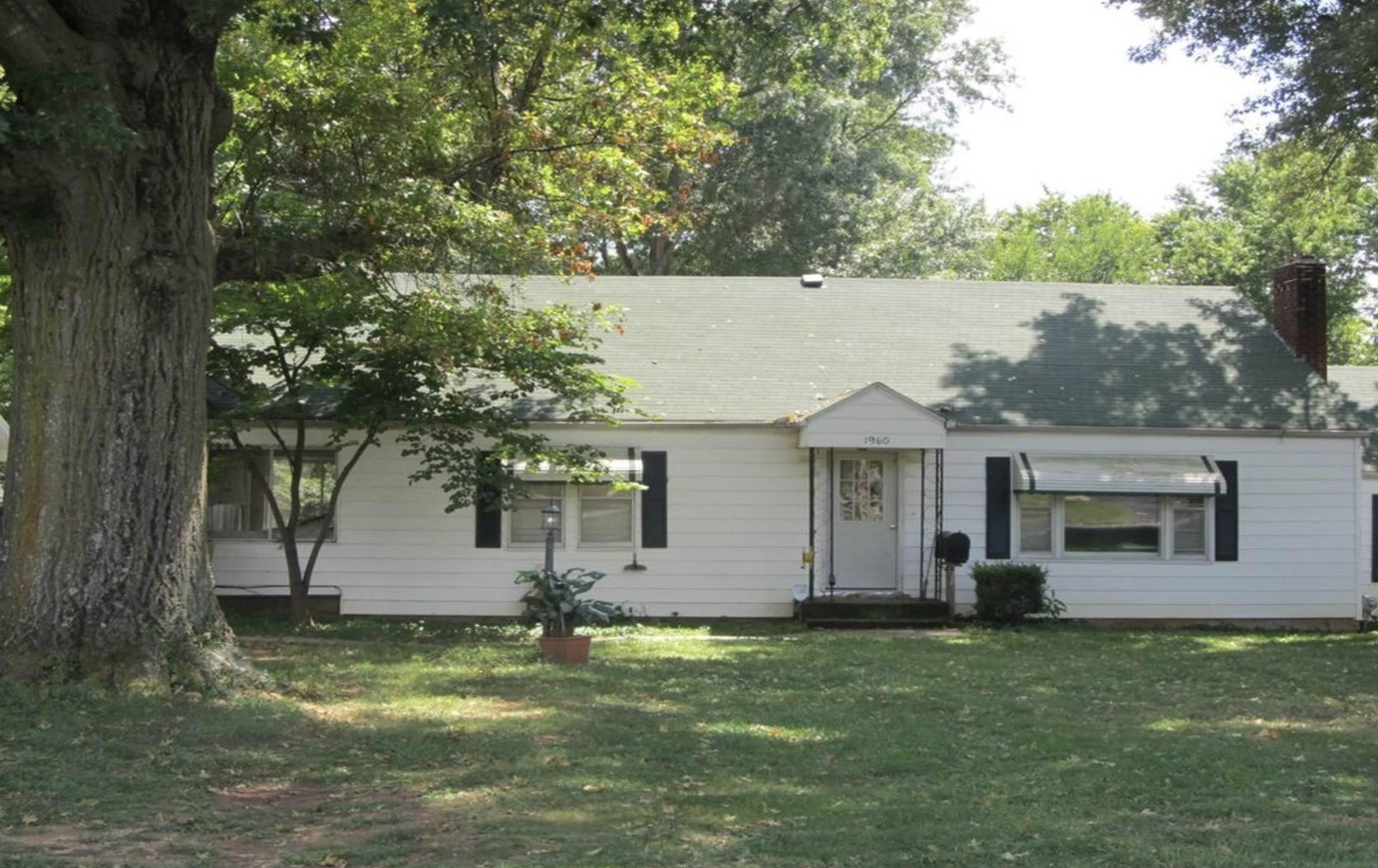 1960 E Seminole St, Springfield, MO 65804