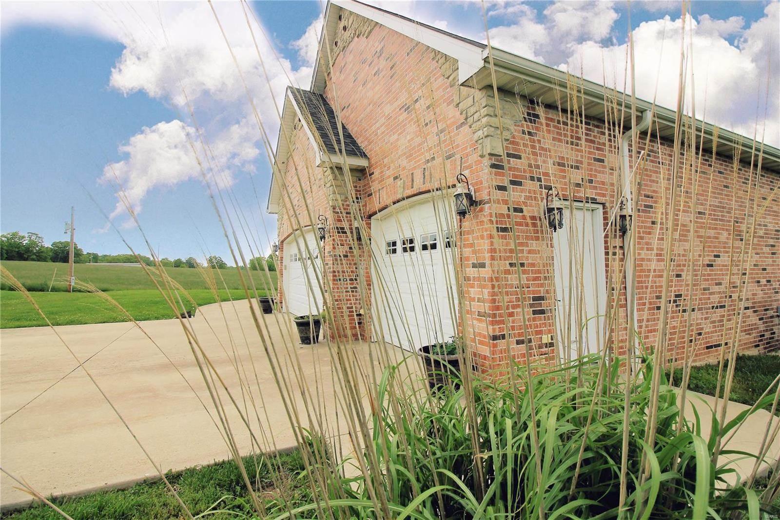 11222 Chicago Road, Dixon, MO 65459