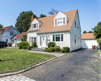 12 Mckinley Place, Glen Cove, NY 11542