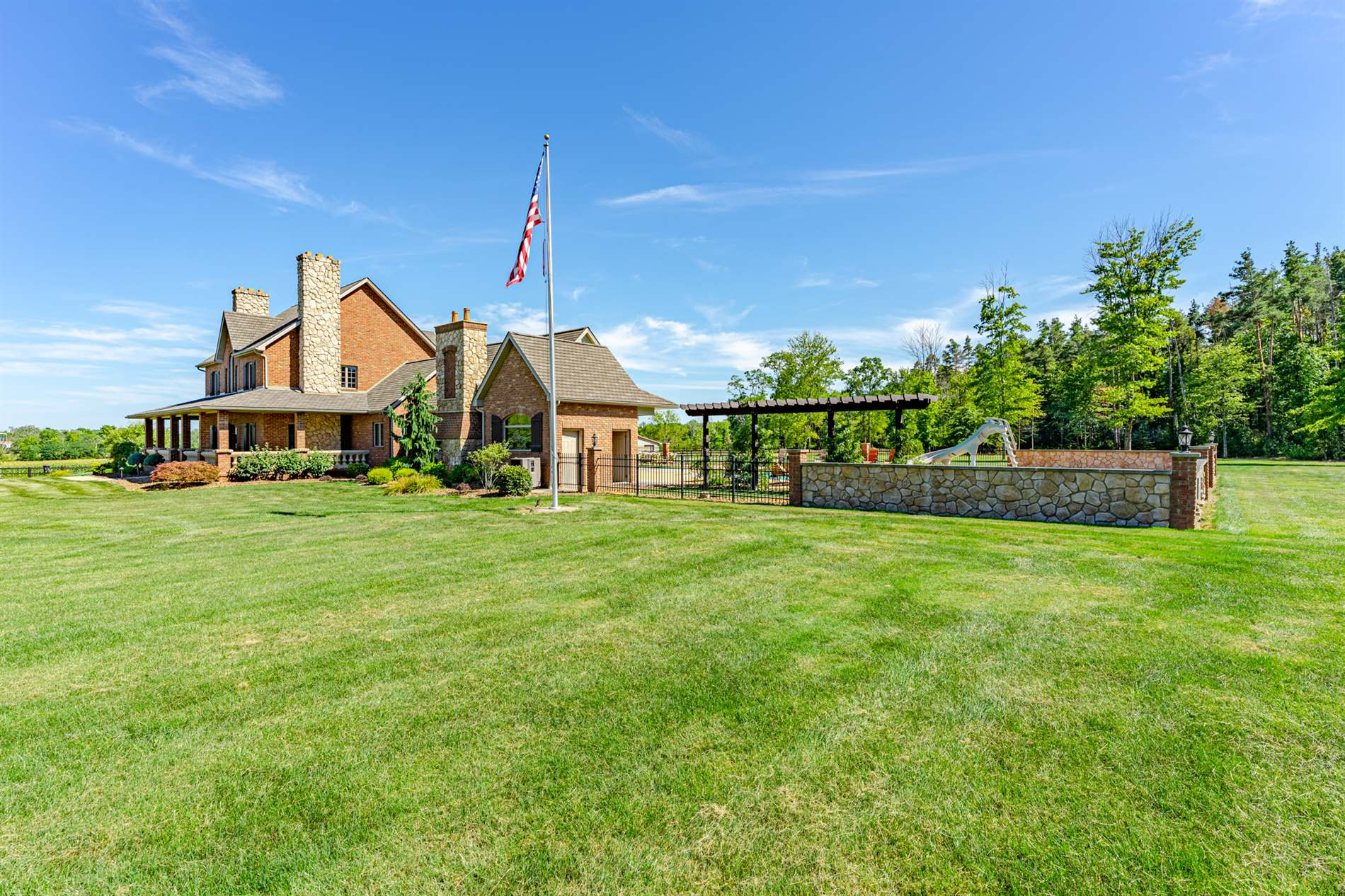 6491 Metz Rd, New Middletown, OH 44442