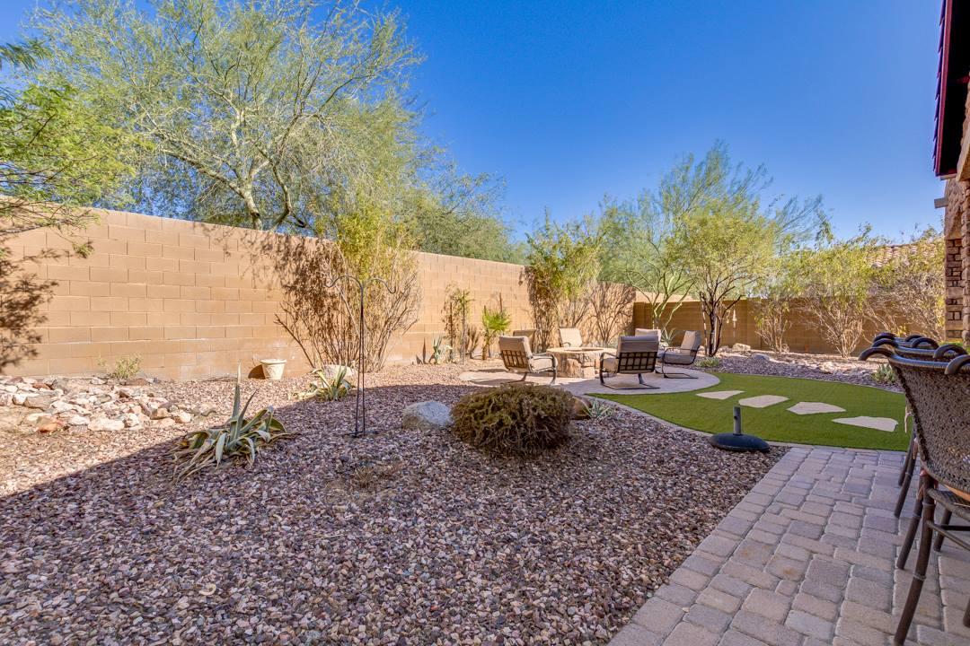 2743 N Raven Rd, Mesa, AZ 85207