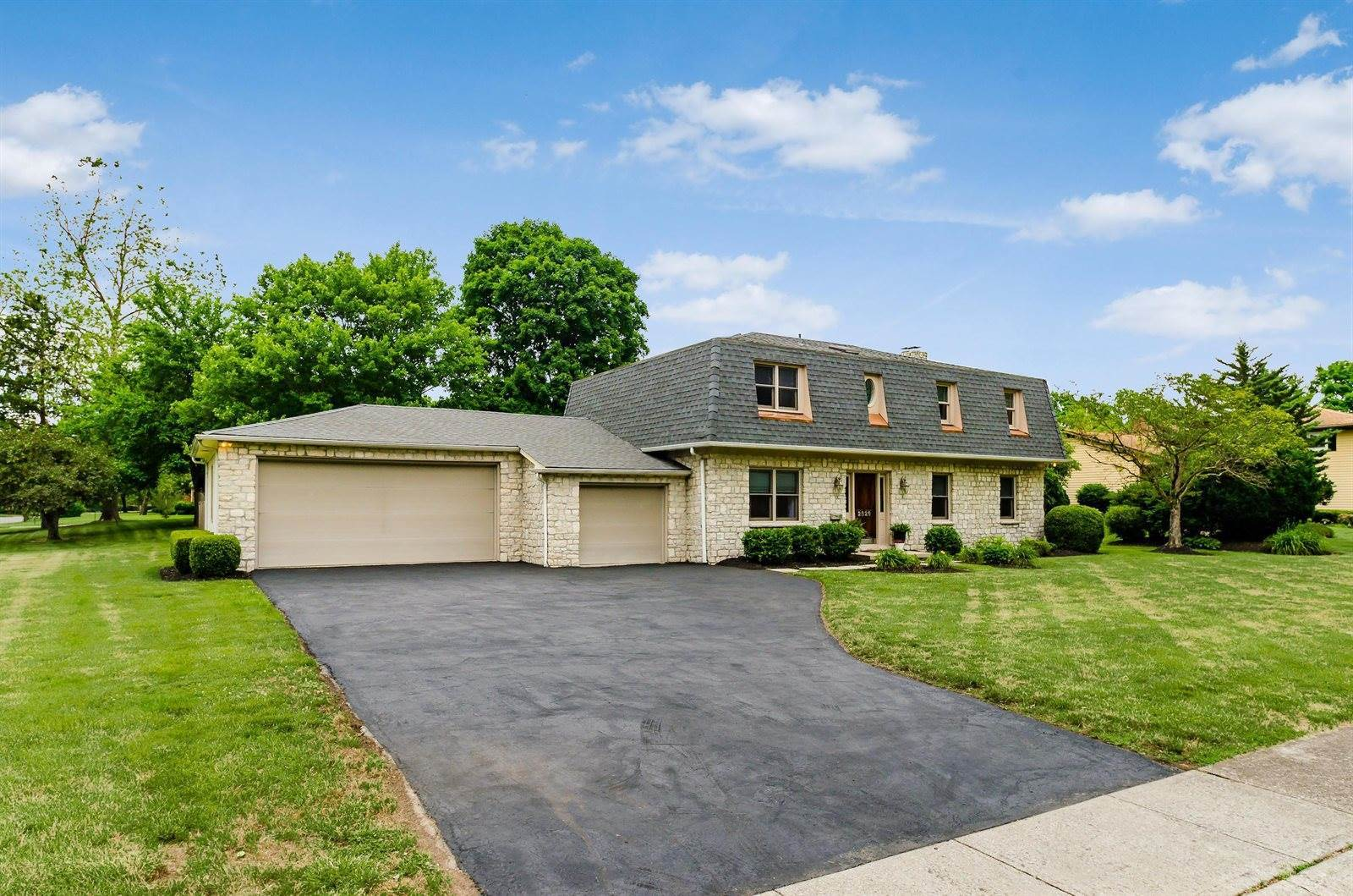 2826 Folkstone Road, Upper Arlington, OH 43220