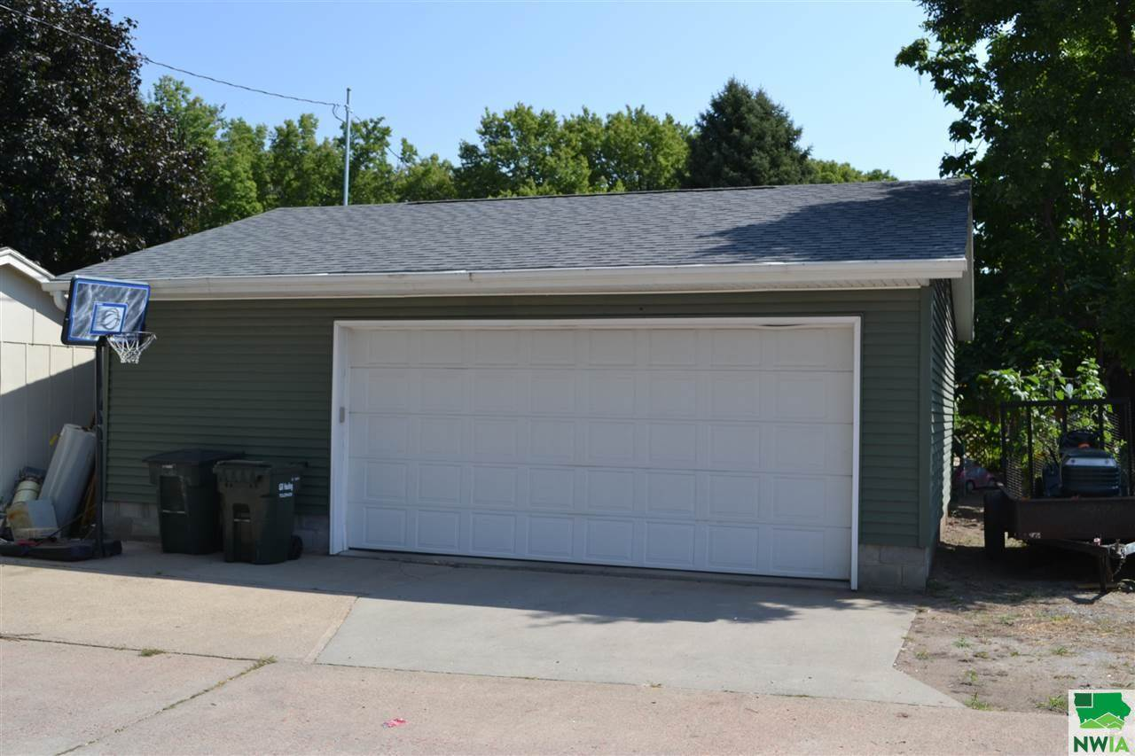 815 S Paxton St, Sioux City, IA 51106