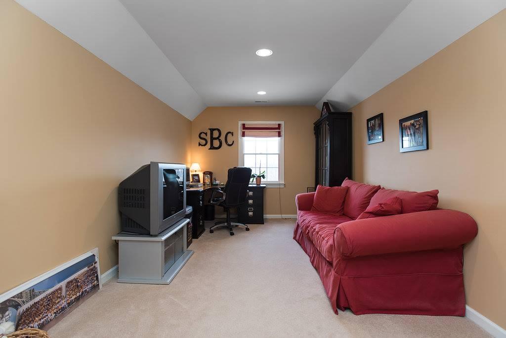 1 Bradley Ct, Green Brook Township, NJ 08812