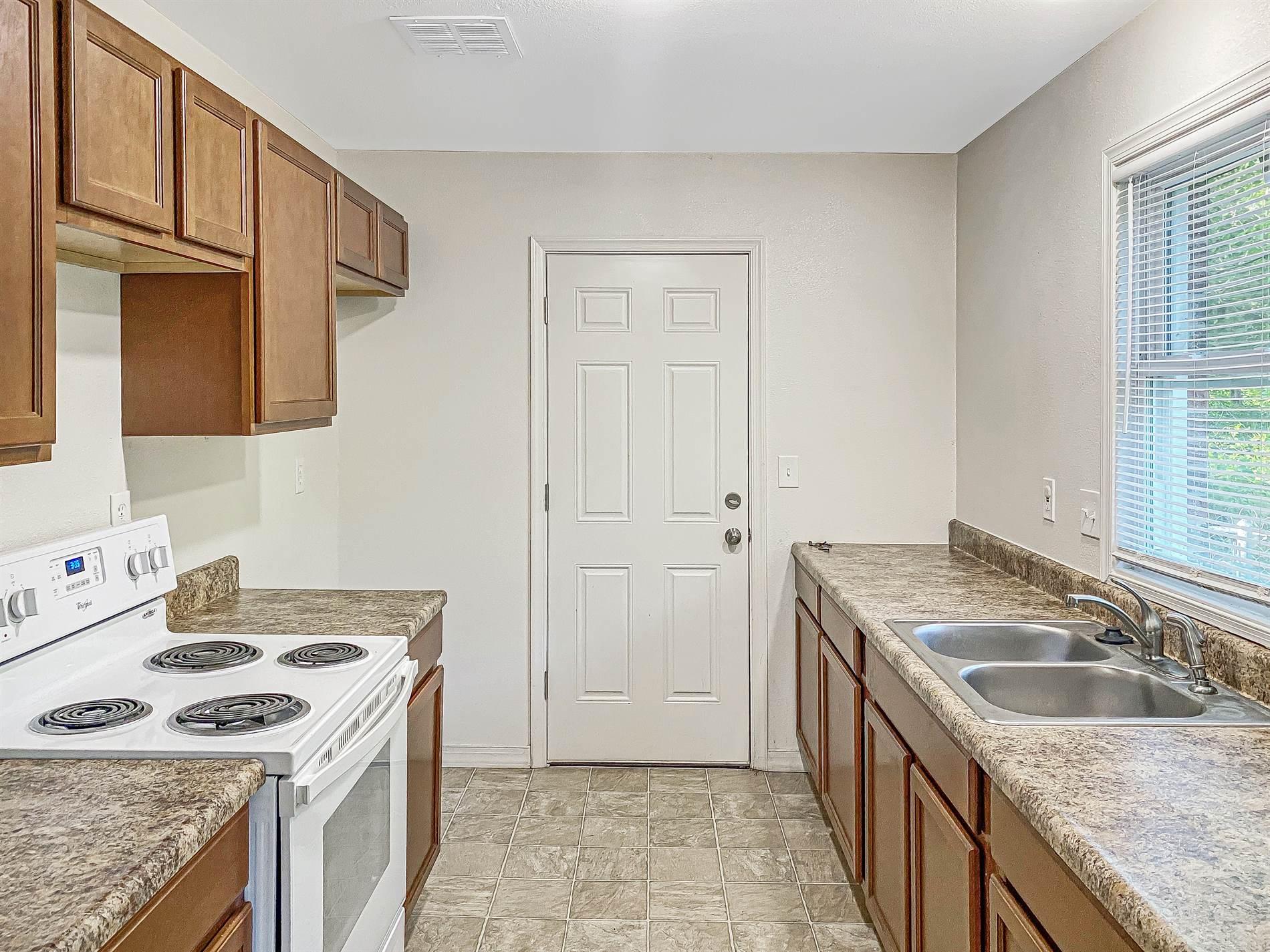 1752 N Old Manor Rd, Wichita, KS 67208
