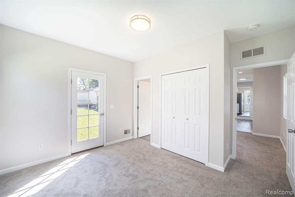 53 Gateway Drive, Waterford Township, MI 48328