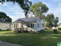 131 Iowa St., Akron, IA 51001