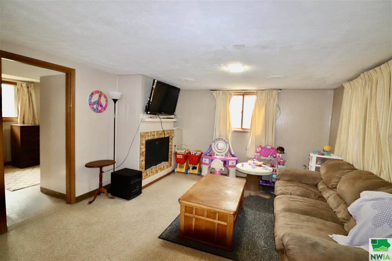 813 S Paxton St, Sioux City, IA 51106
