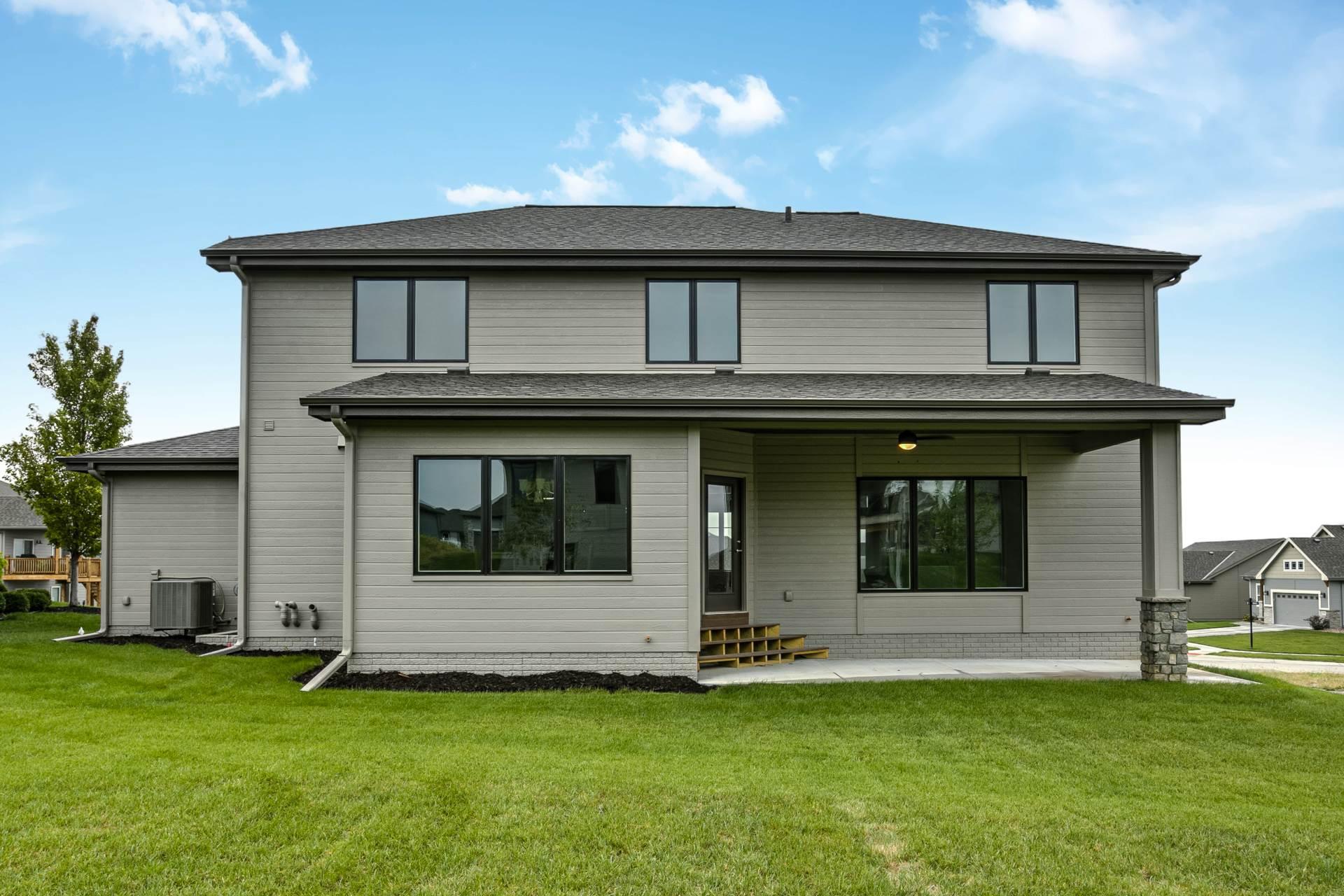 18660 Merion Drive, Omaha, NE 68136