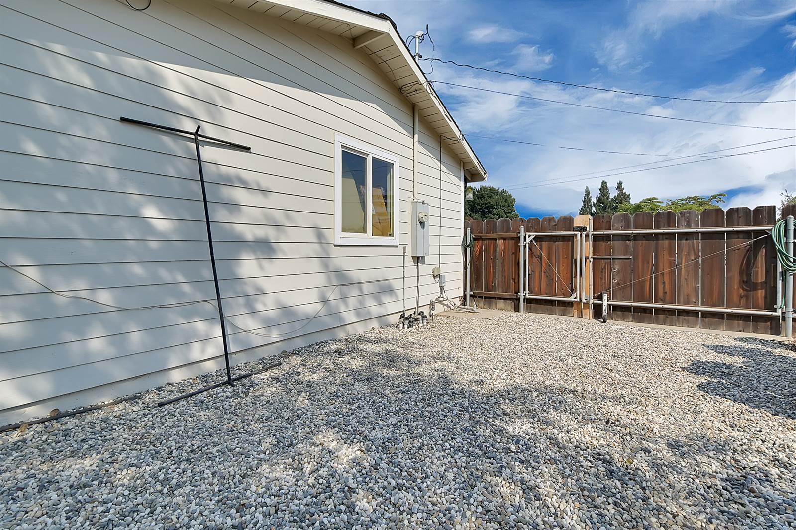 2100 Delle Drive, Yuba City, CA 95993