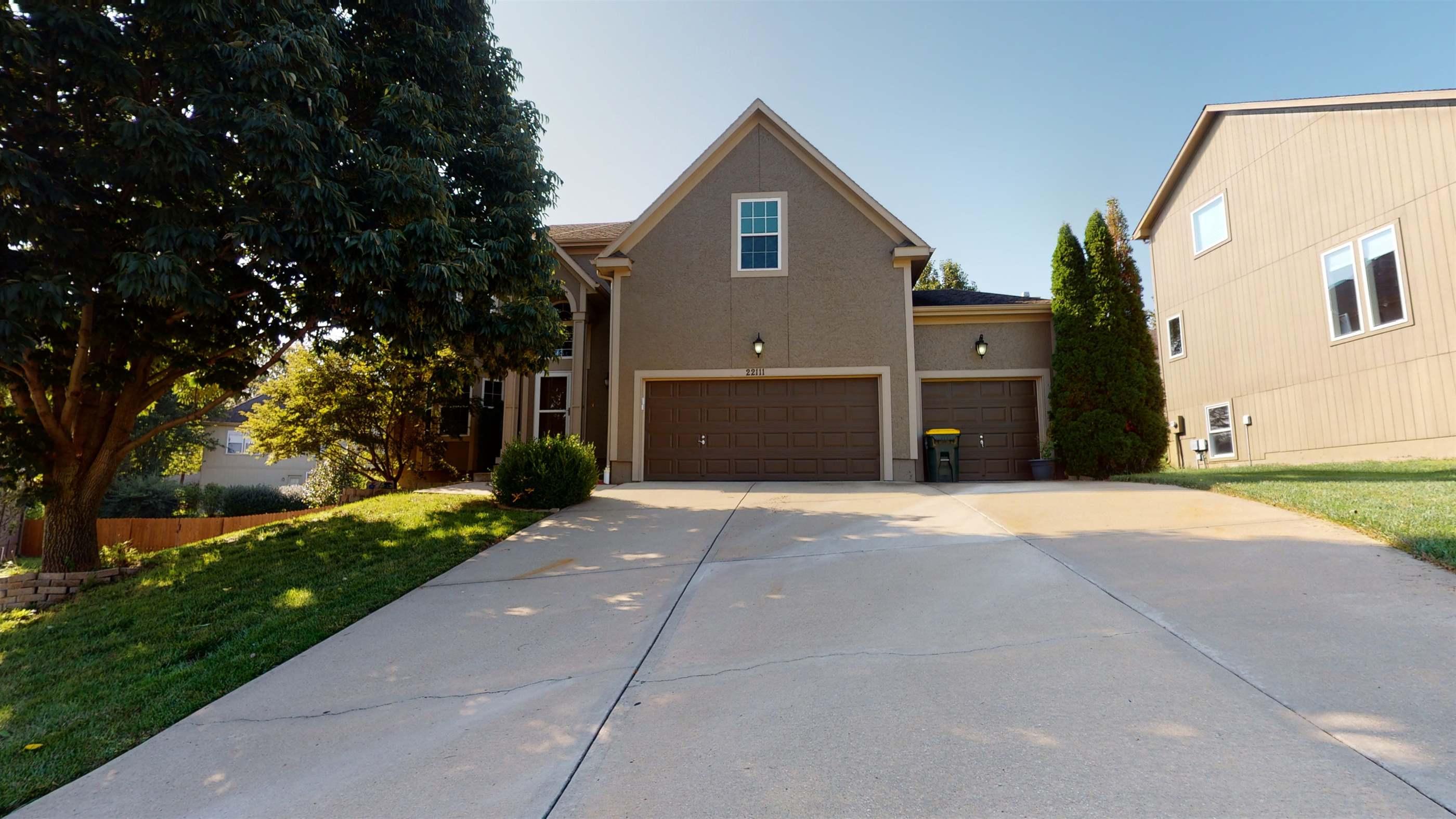 22111 West 69th Terrace, Shawnee, KS 66226