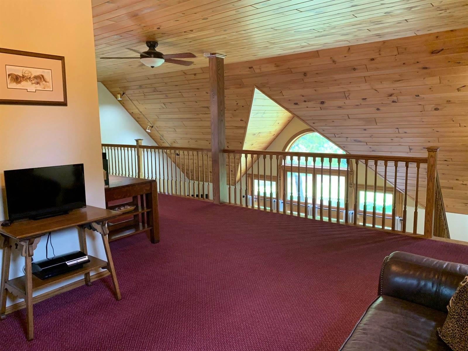 4517 Sand Lake Rd, Moose Lake, MN 55767