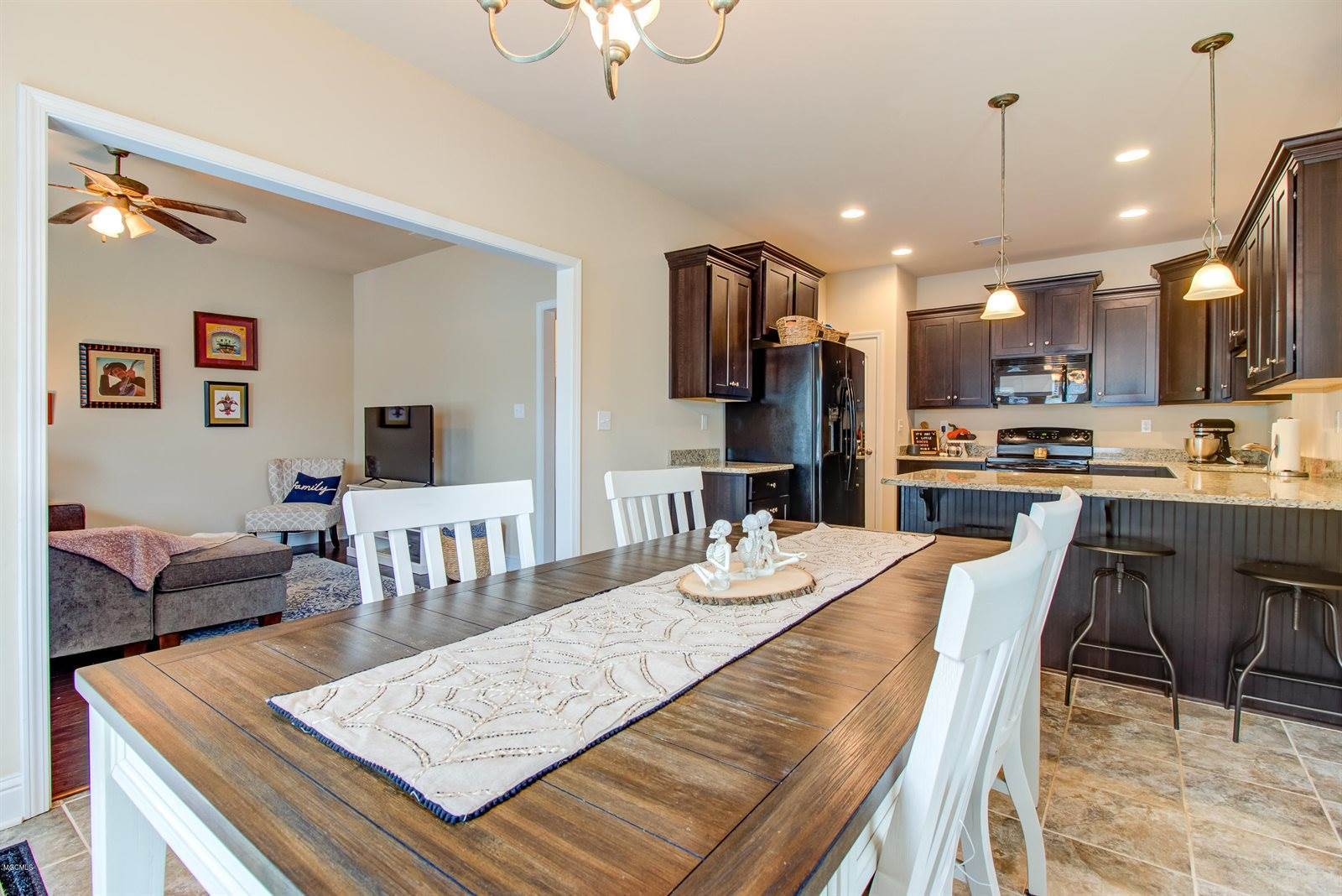 7 Sweetgrass Ln, Ocean Springs, MS 39564