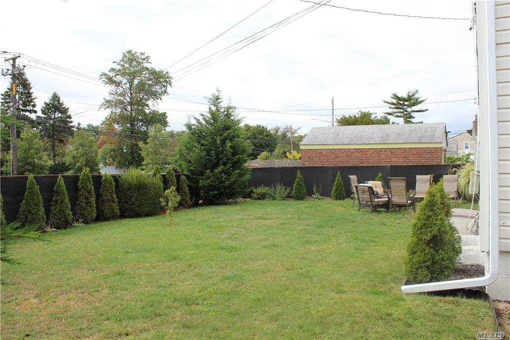 1322 Commodore Rd, Uniondale, NY 11553
