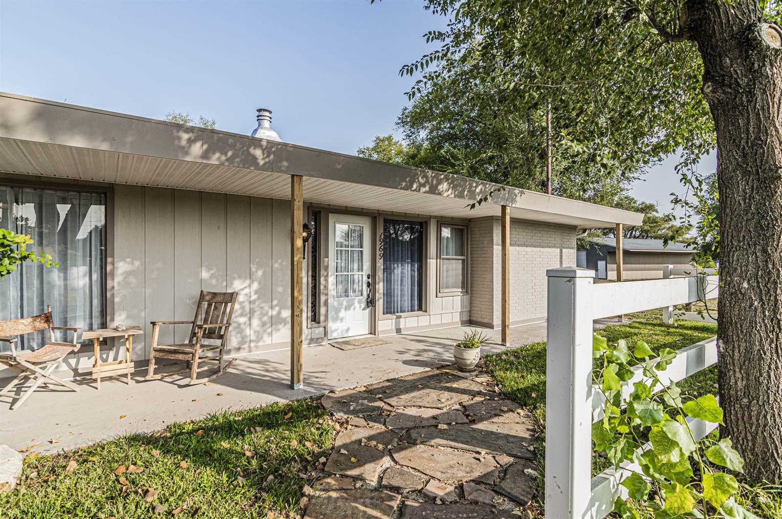 1969 2725 Ave, Chapman, KS 67431
