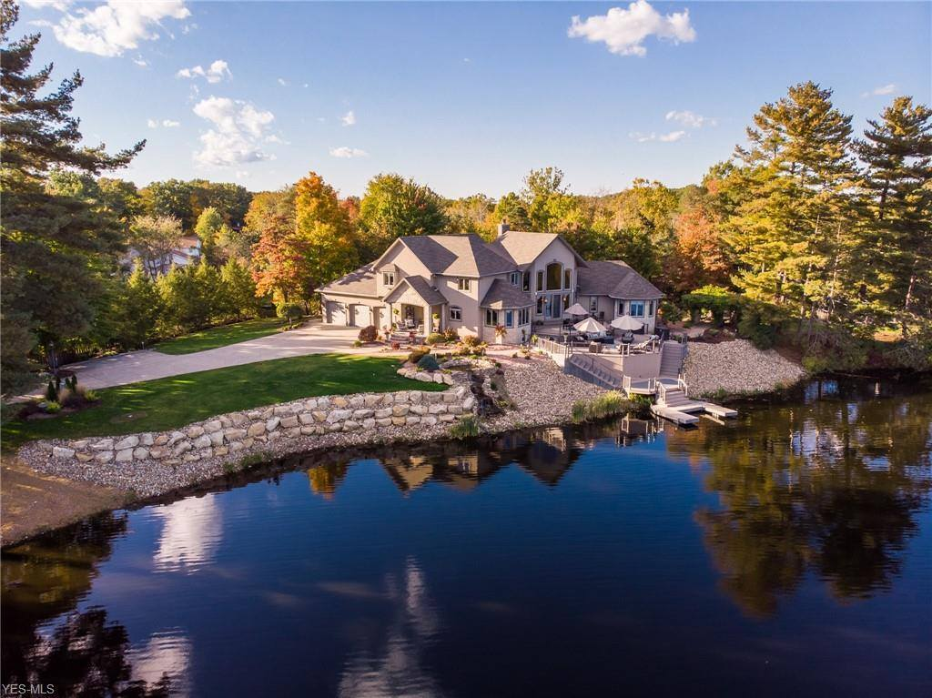 2900 Whispering Pines Drive, Canfield, OH 44406