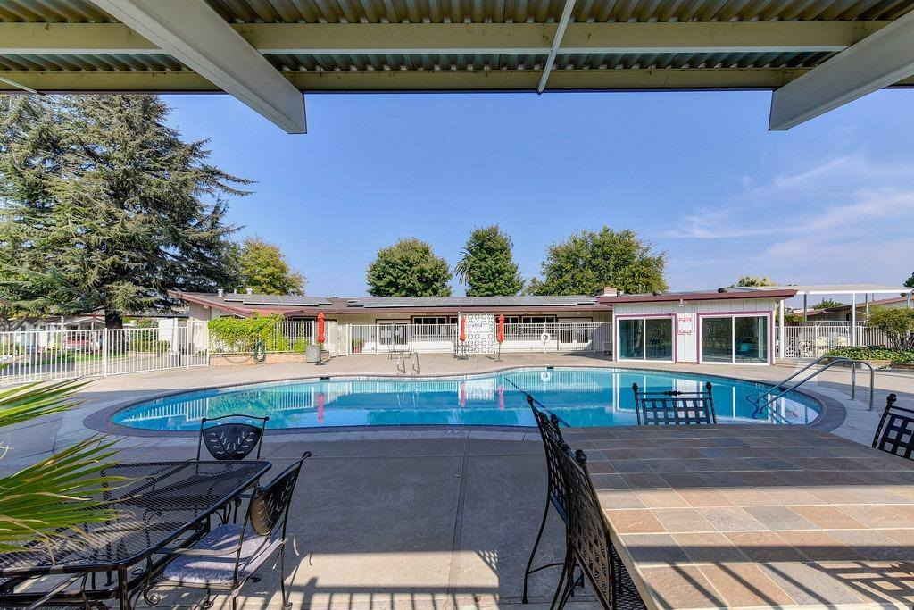 414 Royal Crest Circle, Rancho Cordova, CA 95670