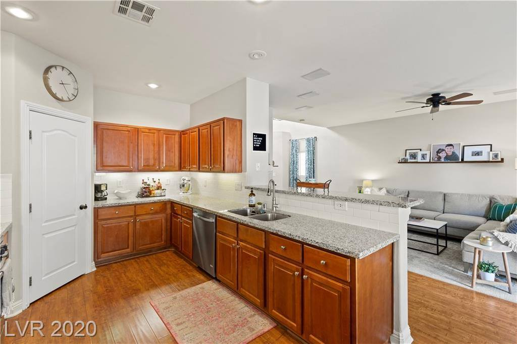 8924 Snowtrack Avenue, Las Vegas, NV 89149